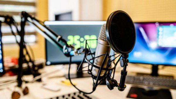 Modern Podcast Masterclass: The Complete Guide to Podcasting
